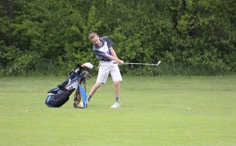 Young boys golf team focuses on personal bests