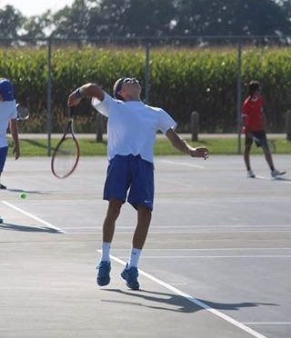 Boys tennis wraps up season at sectionals