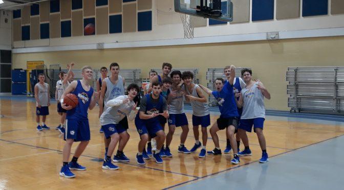 Boys basketball puts in hard work to start season